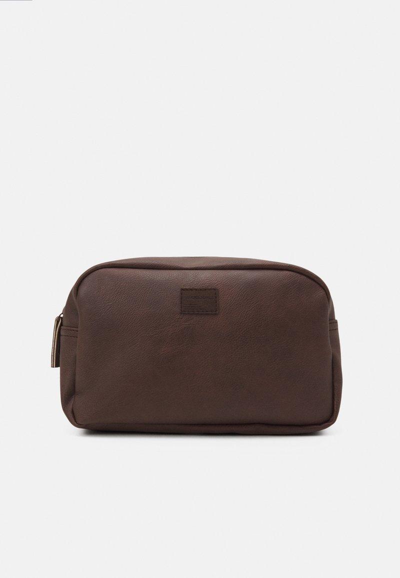 Jack & Jones - JACCARLO TOILET BAG - Wash bag - chocolate brown