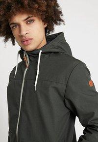 REVOLUTION - HOODED JACKET - Summer jacket - army - 3