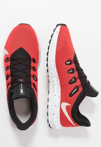 Nike Performance - QUEST 2 SE - Zapatillas de running neutras - universe red/desert sand/black/white - 1