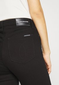 Calvin Klein Jeans - HIGH RISE  - Skinny džíny - eternal black - 5