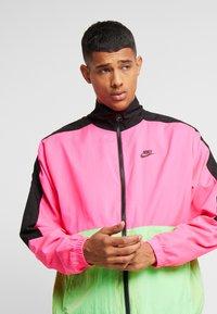 Nike Sportswear - Träningsjacka - black/hyper pink/scream green - 3