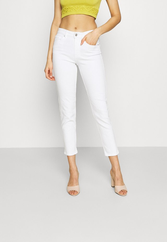 PCLILI - Jeansy Slim Fit - bright white