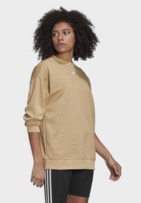 adidas Originals - TREFOIL ESSENTIALS SWEATSHIRT - Sweatshirt - beige - 3