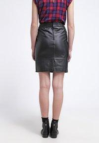Gestuz - CHAR - Falda de cuero - black - 2