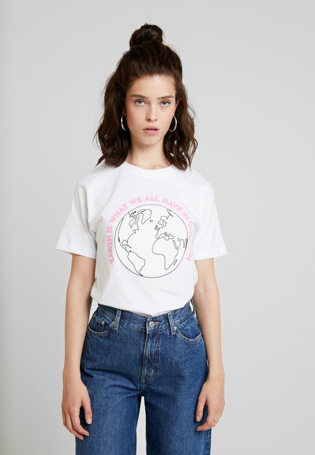 LADIES PLANET EARTH TEE - T-shirt imprimé - white