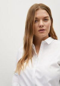 Violeta by Mango - OXFORD - Button-down blouse - wit - 3