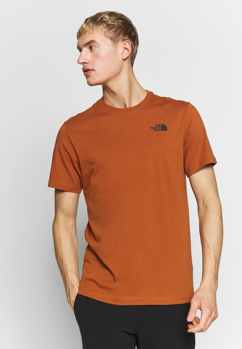 The North Face - REDBOX TEE - T-shirts med print - caramel cafe