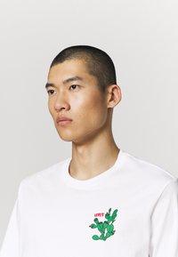 Levi's® - TEE - Print T-shirt - white - 3