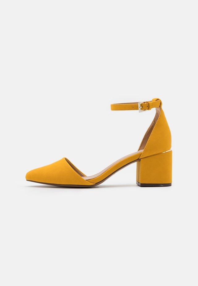 DRIZZY - Decolleté - dark yellow