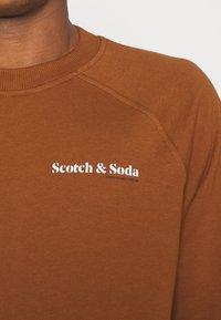 Scotch & Soda - FELPA - Sweatshirt - tobacco - 4