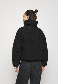 Pieces - PCSAZEL SHORT PUFFER JACKET - Zimní bunda - black - 2