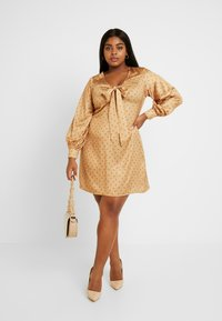 Fashion Union Plus - PRINT BOW FRONT SKATER DRESS - Day dress - gold - 2