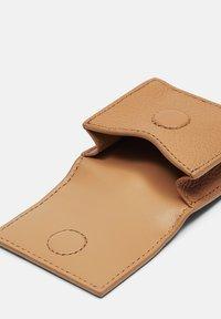 Liebeskind Berlin - Other accessories - light tan (brown) - 3