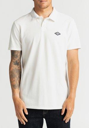 SKOOLED  - Polo shirt - off white