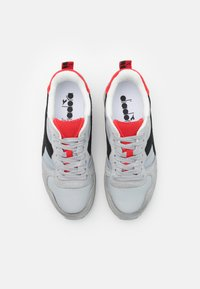 Diadora - ICONA UNISEX - Trainers - high rise/black/fiery red - 3