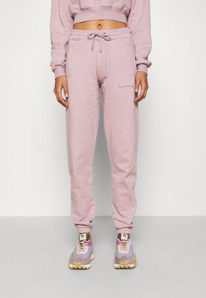 CORE FEMALE PANTS CLOUD - Tracksuit bottoms - lilac