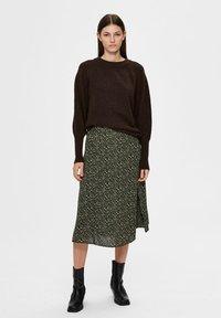 Selected Femme - Sweatshirt - coffee bean - 1