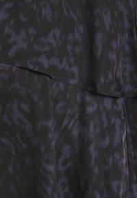 GLOWE - HIDE & PEEK NURSING DRESS - Vapaa-ajan mekko - anthracite/purple - 2
