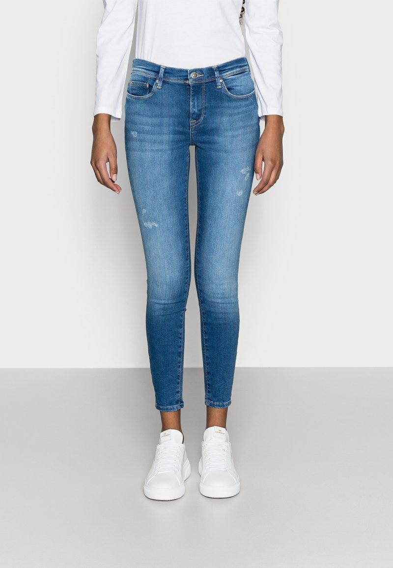 ONLY Petite - ONLSHAPE LIFE - Jeans Skinny Fit - light blue denim