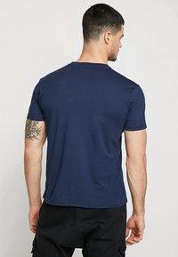 Alpha Industries - Print T-shirt - new navy - 2