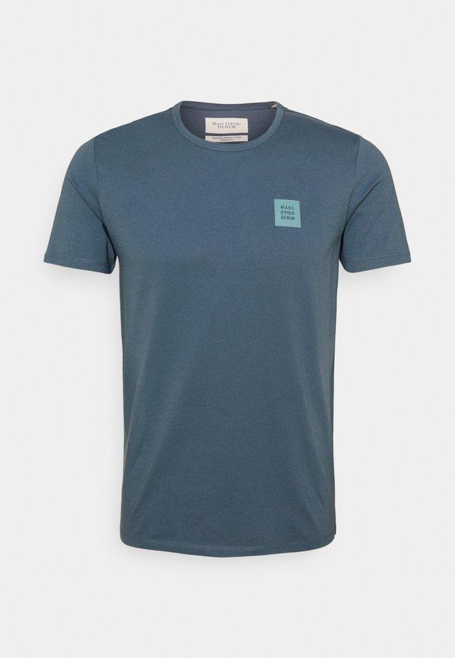 SHORT SLEEVE LOGO - Basic T-shirt - grayish petrol