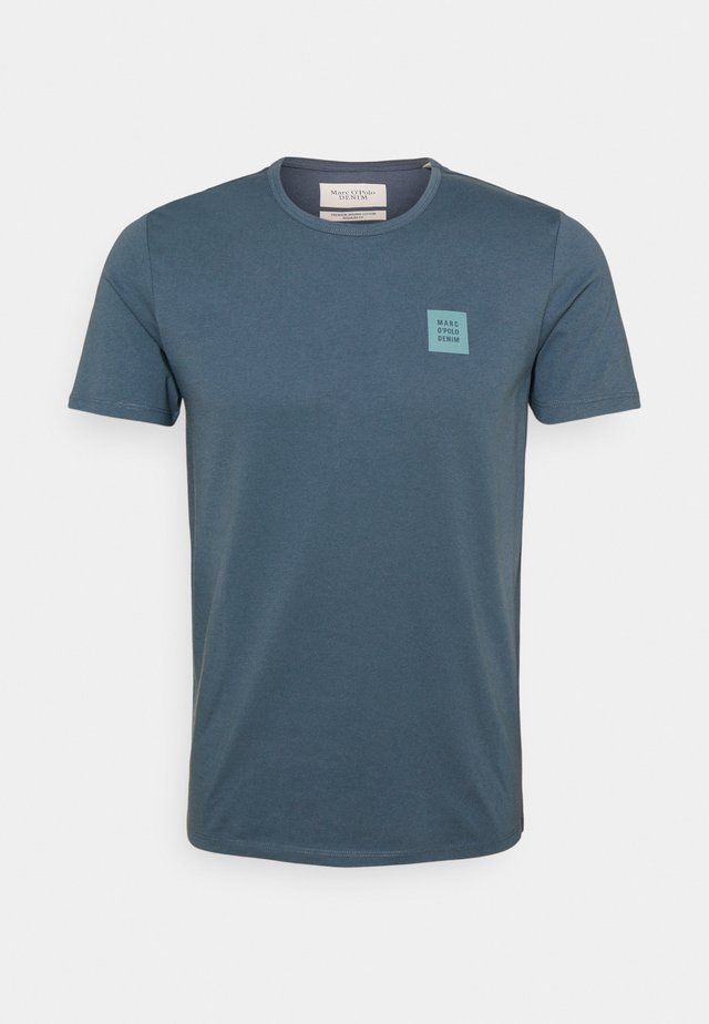 SHORT SLEEVE LOGO - T-shirts basic - grayish petrol