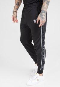 SIKSILK - FITTED PANEL TAPE TRACK PANTS - Pantalon de survêtement - black - 0