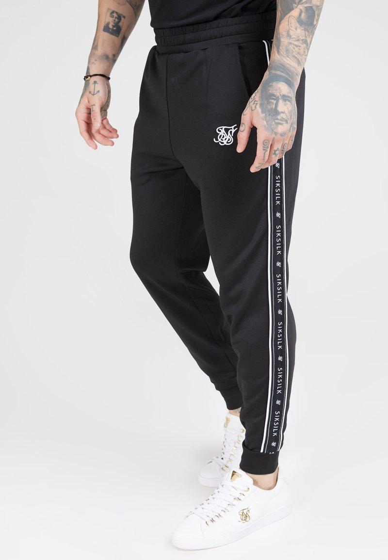 SIKSILK - FITTED PANEL TAPE TRACK PANTS - Pantalon de survêtement - black