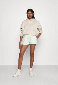 Gina Tricot - GIA - Shorts - gossamer green - 1