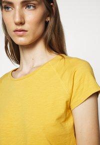 CLOSED - WOMEN´S - Basic T-shirt - butterscotch - 5