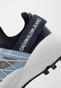 Calvin Klein Jeans - TOLBEK - Trainers - navy/blue - 5