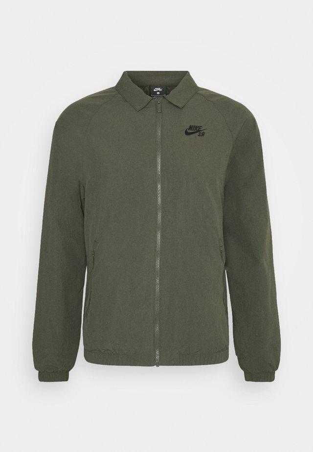 ESSENTIAL JACKET UNISEX - Summer jacket - cargo khaki/black