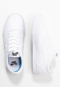 Nike SB - CHARGE - Trainers - white - 3