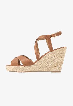 Sandaler med høye hæler - camel