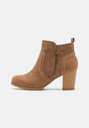 WANNABEE - Ankle boots - camel
