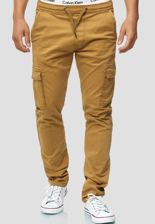 BROADWICK - Pantalon cargo - camel