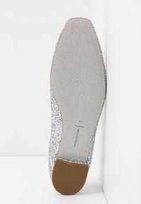 CHIARA FERRAGNI - Slip-ons - silver glitter - 6