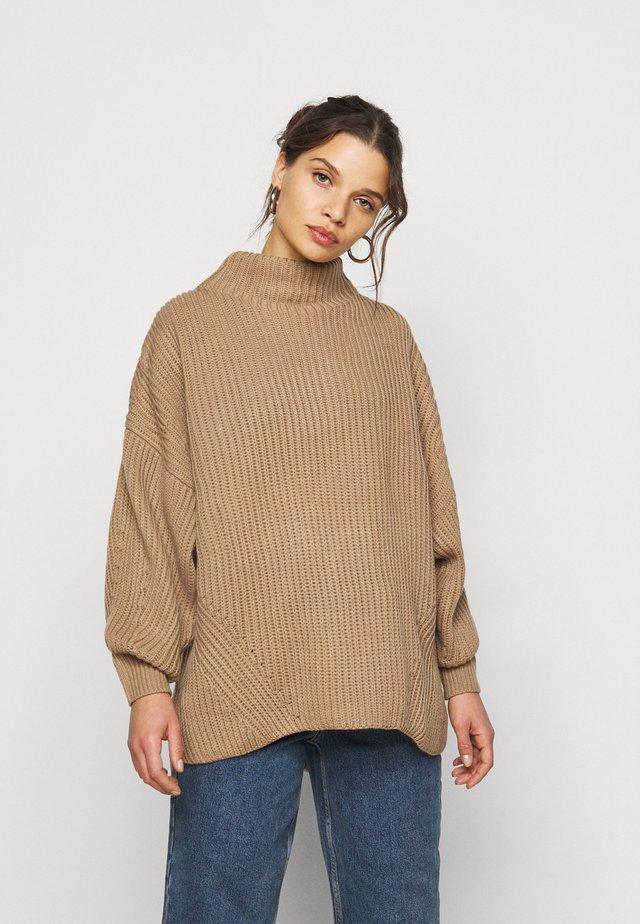 GROWN ON NECK LONGLINE JUMPER - Pullover - mocha