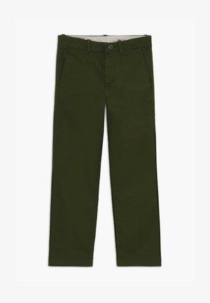 SLIM STRETCH PANT - Chino kalhoty - pine