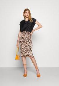 Diane von Furstenberg - CHRISTY SKIRT - Pencil skirt - leaf twig medium black - 1