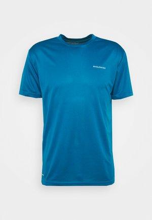 VERNON PERFORMANCE TEE - Print T-shirt - mykonos blue
