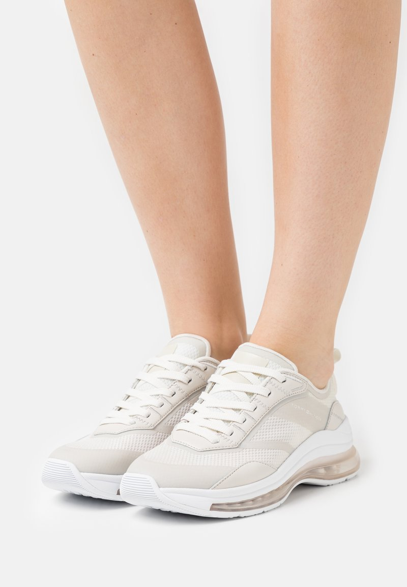 Tommy Hilfiger - CITY AIR RUNNER MIX - Trainers - white