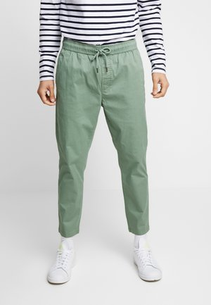 TRUC CROPPED - Pantaloni - hedge gree