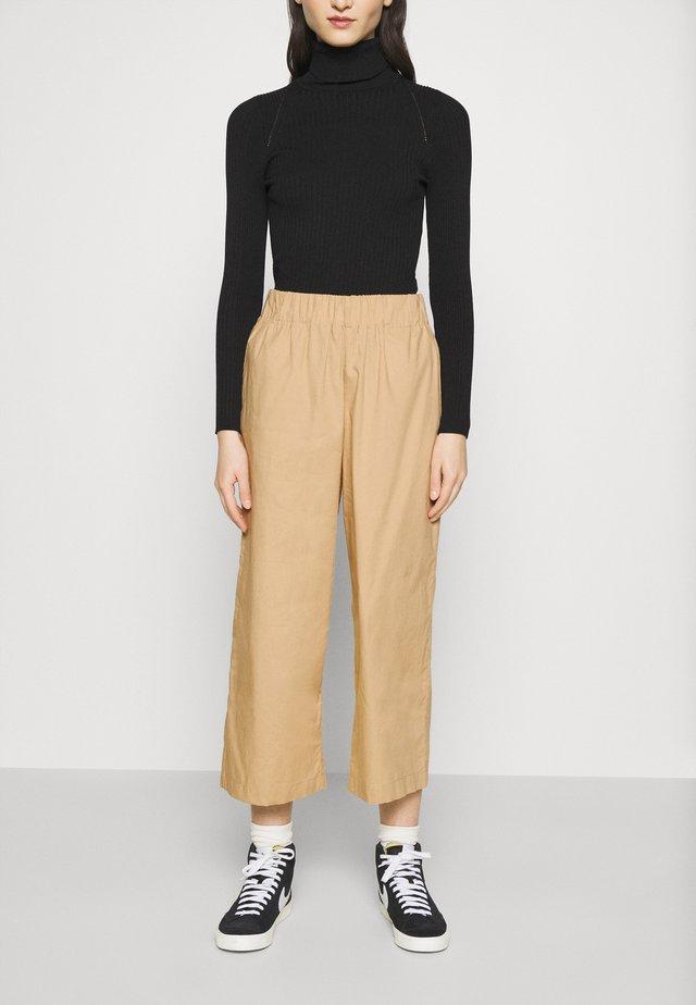 VILJA TROUSERS - Pantaloni - beige