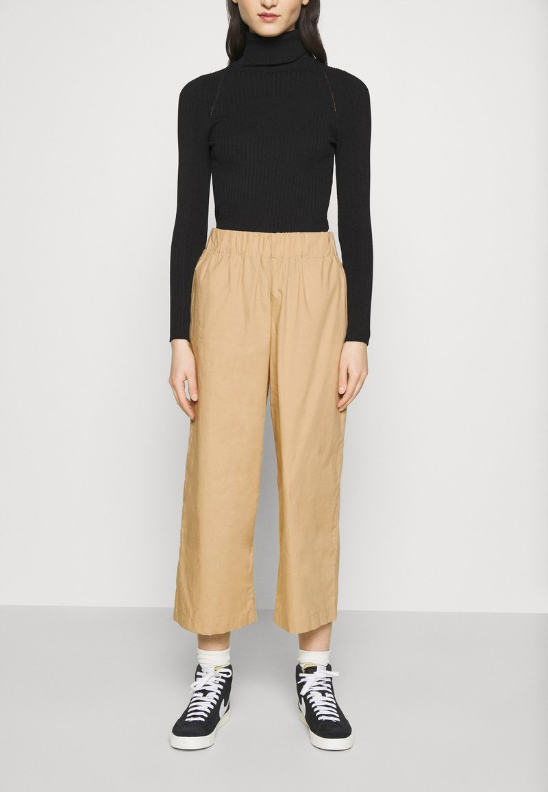 Monki - VILJA TROUSERS - Pantalones - beige