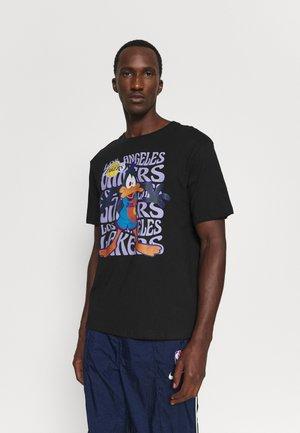 NBA LOS ANGELES LAKERS SPACE JAM TRIPPY REPEAT TEE - Print T-shirt - black