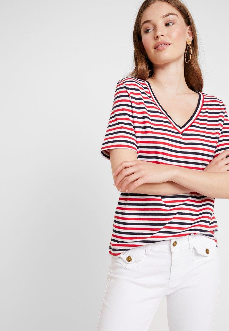 Selected Femme - SLFSTANDARD V NECK - Print T-shirt - toreador/night sky/primrose