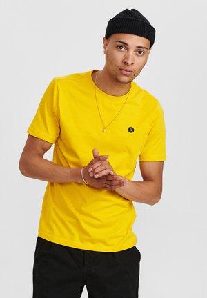 AKROD - T-shirt - bas - light yellow