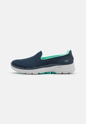 GO WALK 6 - Chodecké tenisky - navy/turquoise