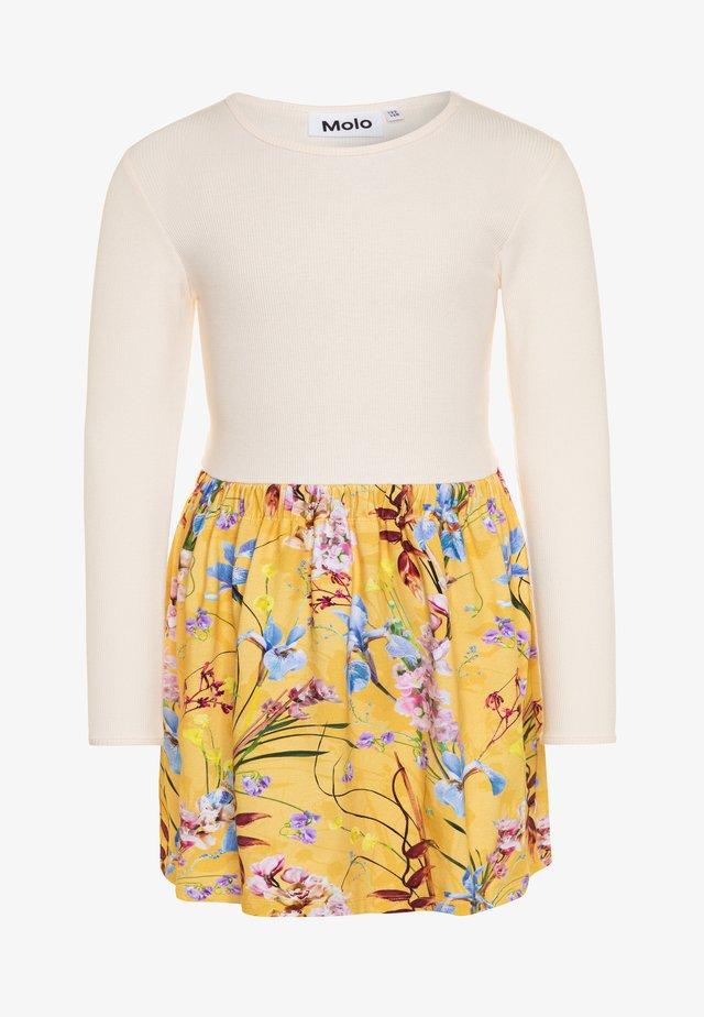 CREDENCE - Žerzejové šaty - yellow